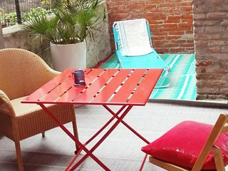 Private Patio Terrace, aircondion + cozy underfloor heating, brandnew restored