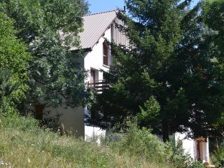 Comfortable appartment in a chalet situated in a park with individual houses