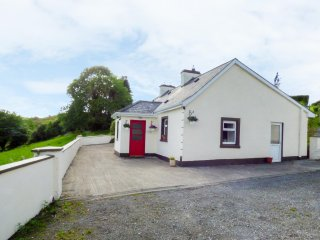 DOONKELLY FARM COTTAGE, countryside views on doorstep, rural location, Sligo 7 m