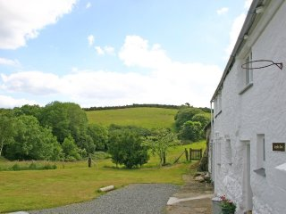 TREGITHEY BARN rural, pet friendly, access to creeks, REF 959125