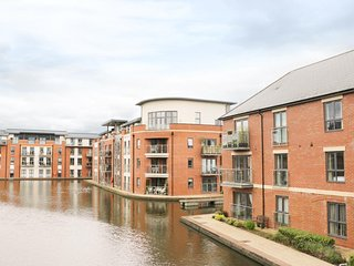5 WINDERMERE, open plan living, balcony with canal views, 3D Smart TV, Ref