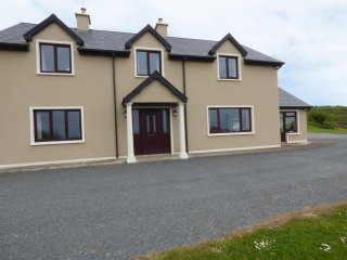 HILLVIEW, modern and spacious, WiFi, Castletownshend, ref:954659