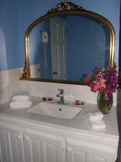 Bathroom Nutmeg Cottage