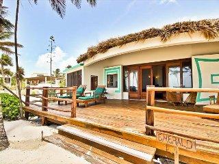 2 Bedrooms - 2 Bathrooms - Luxury Beachfront Villa