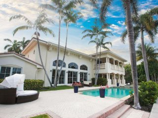 Las Olas Isles Manor - 4BD/4.5BA Home - Sleeps 8
