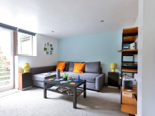 Stylish Central Apartment with Garden/up to4guests