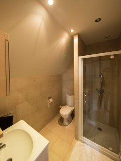 with en suite shower room