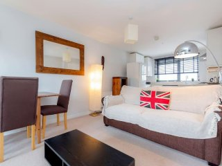 Smart Fulham flat with free parking.BAG