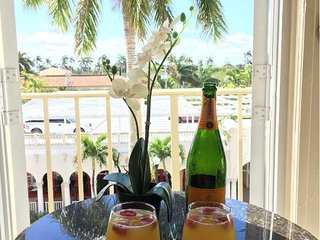 Tropical Paradise! Juliette Balcony, View of Breakers and Trump Towers !