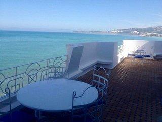 Appartement F4 avec terrasse en front de mer a TANGER