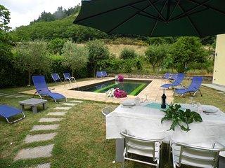 Villetta Terrazzo, pool, great views, WIFI, walk to restaurant, roof terrace