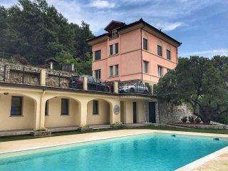 Oleandro 1 apartment in Mergozzo with pool