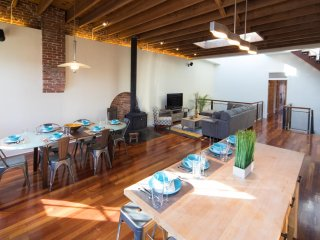 Huge Luxury Home, Roof Deck, Steps to Fenway and T, Sleeps 12