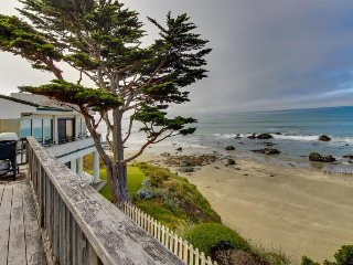 Bright, oceanfront home w/ furnished balcony and spectacular views