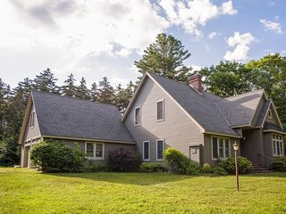 Spacious home w/ game room and private hot tub, two miles to Okemo!
