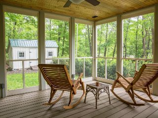 Secluded country farmhouse w/ screened-in porch, close to water access