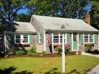 Karen's Cape House - w/ AC; .2 Mi to Wings Cove Beach 1.8 Mi to Bass River Beach