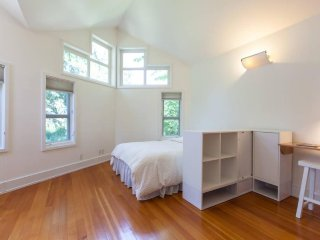 Fabulous lightfilled studio flat in the heart of Boulder