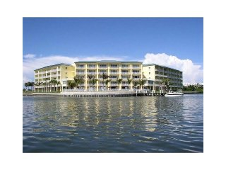Beautiful Waterfront Corner Condo on Boca Ciega Bay
