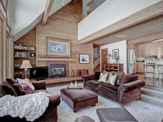 Ski Out  Shuttle Wonderful Family or Friends Together Vacation Home