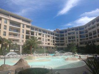 T2, terrasse, parking, piscine, clim, mer a 50m