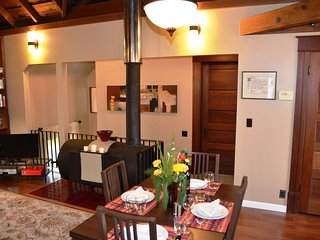 Arcata Stay's Gateway Stay 2 BD/ 2 BA vacation rental interior