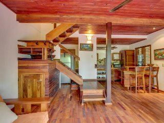 Stunning suite & separate treehouse-style cabin w/ private plunge pool!