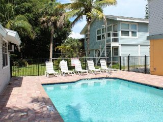* The Beach 1 BR bungalow with Patio and Shared Pool close to the Pier - * The