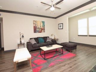 Modern Midtown Luxury: 2 BD, 2 BTH - 5 min to DT