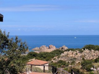 Sea View Apartment, Only 6 mins Walk To Beach.