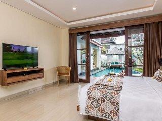 Villa Allamanda - 3 Bedroom Villa with Jacuzzi in Jimbaran