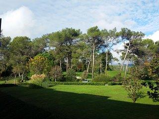 studio avec vue sur golf de St Donat, piscine, restaurant