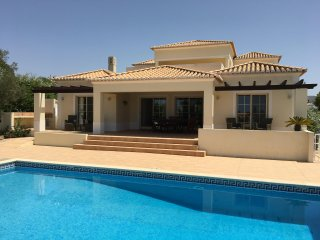Luxury Villa with pool  and 4 ensuite bedrooms set in lovely private gardens