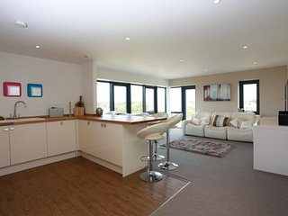 Beautiful Modern 2 Bed Penthouse Apartment in the Heart of Bournemouth - FM6065
