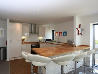 BOURNECOAST: PENTHOUSE APARTMENT LOCATED IN THE HEART OF BOURNEMOUTH - FM6065