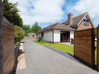 Peaceful and secluded Private driveway with lockable gates