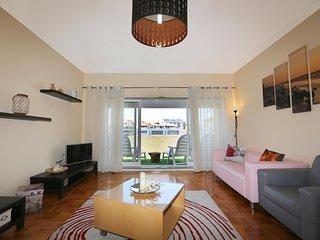 Aconchegante e luminoso apartamento com 5 quartos, 3 wc, lotação 10 pessoas.