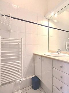 Bathroom 2: is equipped with : washbasin, shower, built-in wall closet, tiled floor.