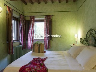 Beautiful Tuscan Villa on a Large Estate - Casale Rossella