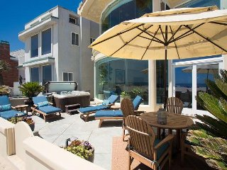 Large Oceanfront Home - Beach Front Patio with Hot Tub, Panoramic Views!