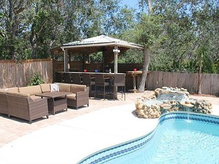 Sandy Shores, 3 bedroom, 2 bath, Pool home, Hot Tub, Very close to beach,WIFI