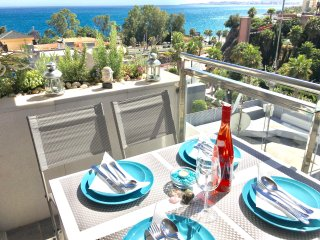 Modern 2 bedrooms apartment close to the beach