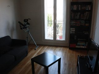 Great room in a big flat at 3 minutes from Paris, 12 mn from Eiffel Tower