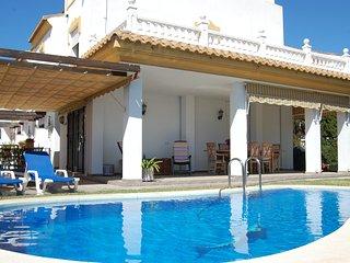 Chalet con piscina privada y jardín