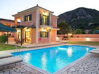 Villa Hemera, Outstanding Villa w/ Private Pool, easy access, close to amenities