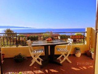 Bel appartement avec terrasse et très belle vue mer