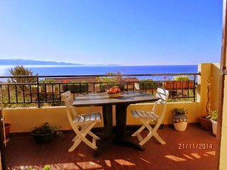 Bel appartement avec terrasse et tres belle vue mer