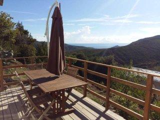 Gite 4/6 personnes Cap Corse entre mer et montagne-vue Village et forêt