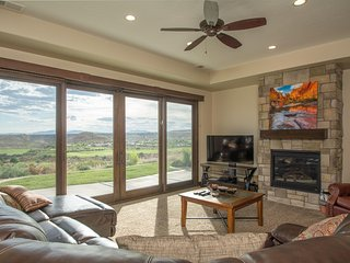 Crows Nest ~ Beautiful 3 bedroom home off the Coral Canyon Golf Course