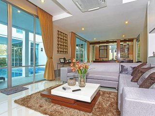 NagaWari 8  Luxury 6 Bed Pool Villa in Na Jomtien Pattaya